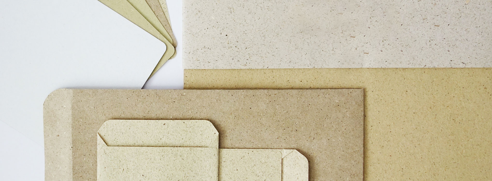 Tausende Jahre lang hat man Papier auf die gleiche Art und Weise hergestellt. Im klassischen Produktionsverfahren fällte man Holz und zersetzte es im mechanischen oder chemischen Verfahren zu Holzfasern und Zellulose. Man brauchte viel Wasser und chemische Zusatzstoffe, um aus Bäumen Papier und Verpackungen herzustellen.