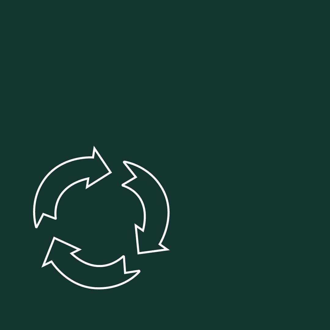 In fast keinem anderen Land der Welt wird so viel recycelt, wie in Deutschland. Als Recyclingweltmeister sammeln wir Altglas, Grünabfälle, Verpackungen aus Plastik sowie Aluminium und Altpapier. Warum das Recycling auch vor dem Hintergrund knapper Ressourcen immer wichtiger wird, führen wir im Folgenden aus.