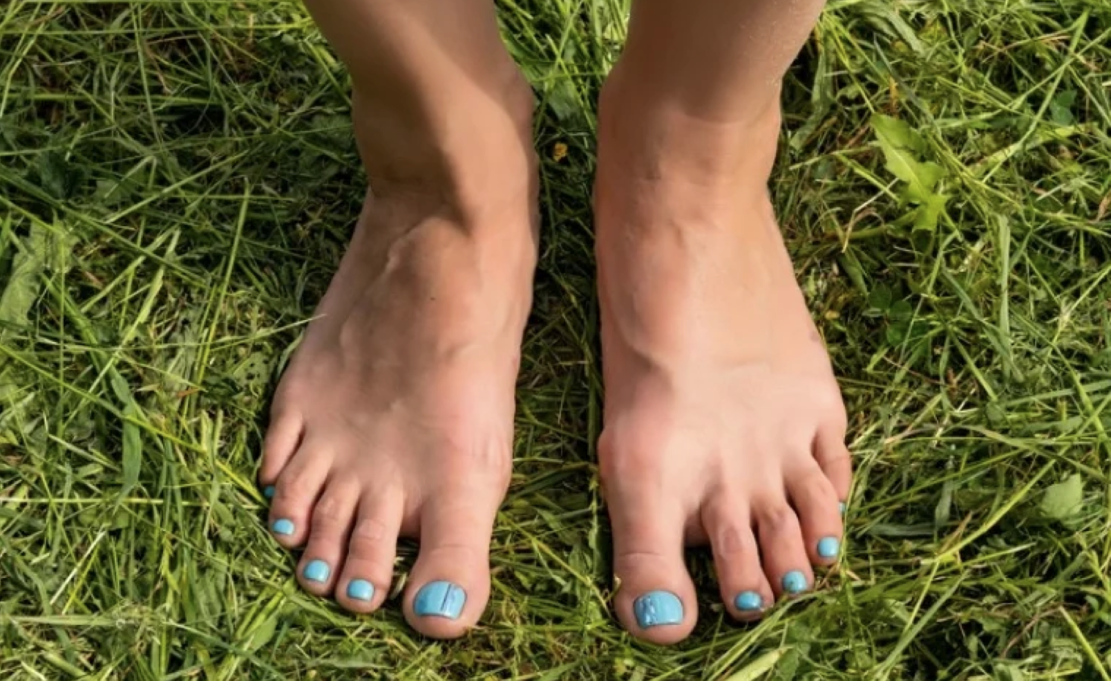 Earthing walking barefoot on the ground