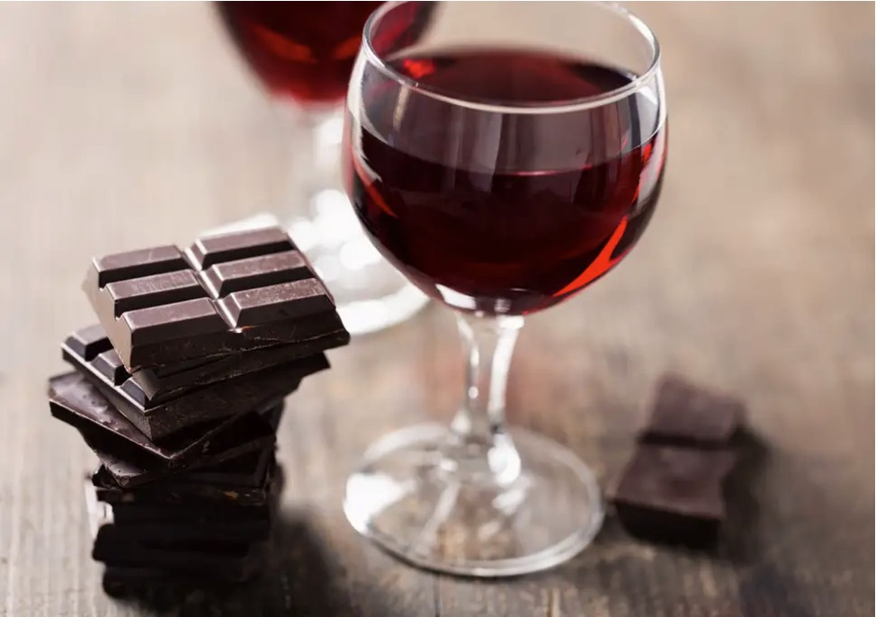Dark chocolate and red wine. Healthy sweet treats | Fit for Living