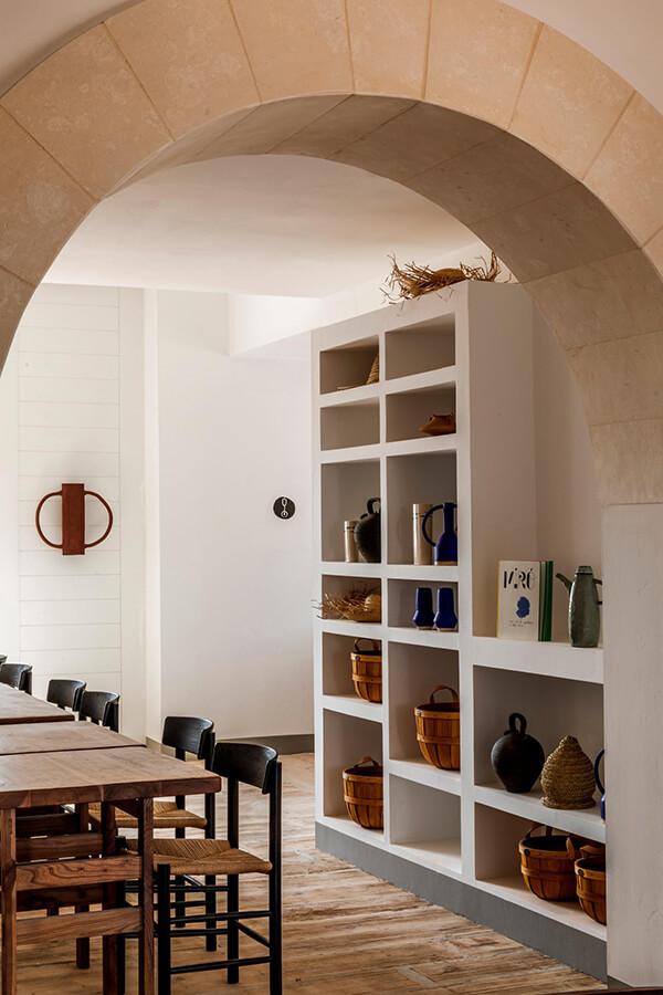 mesa de comedor del hotel experimental de menorca