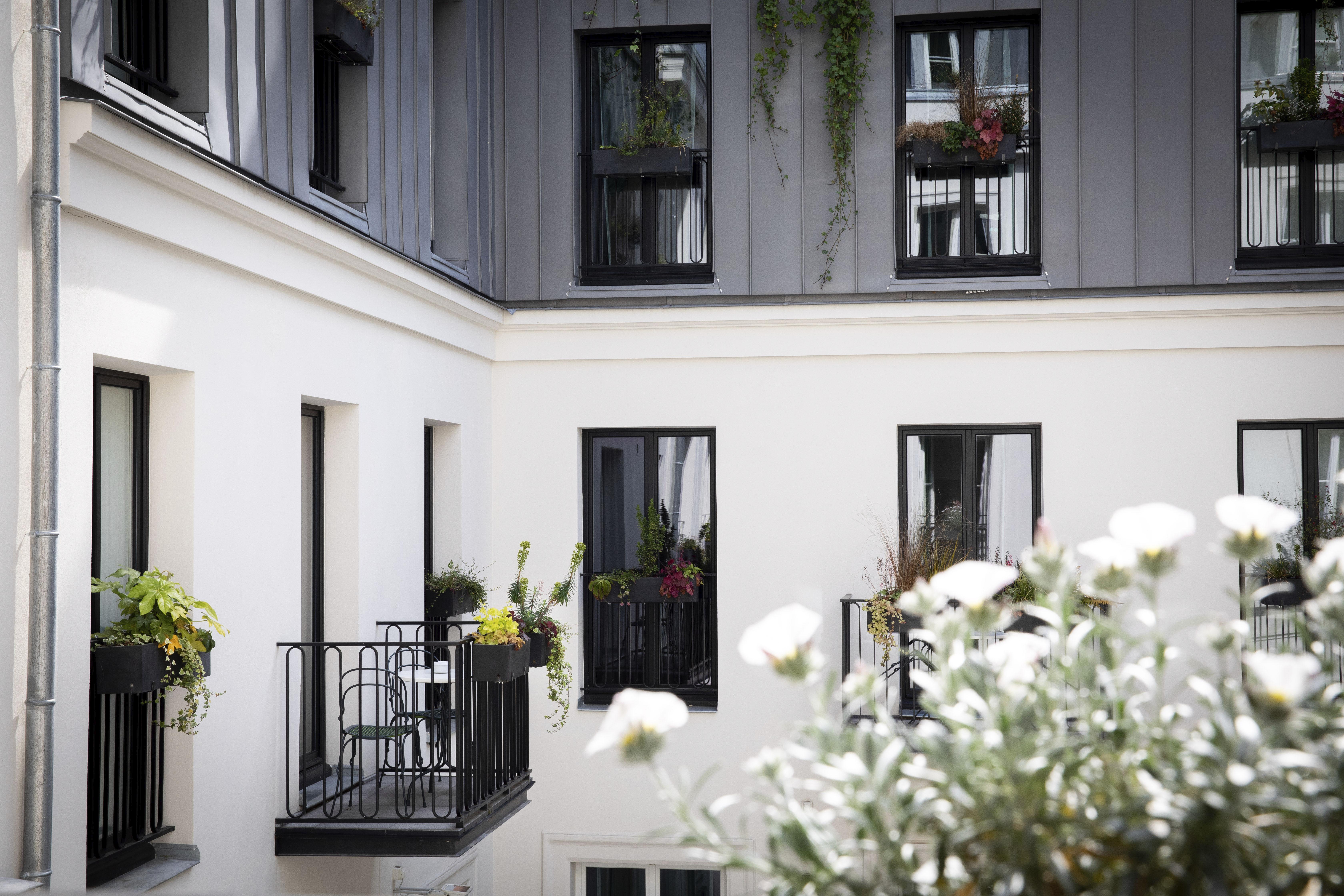 vue balcon hôtel des grands boulevards paris