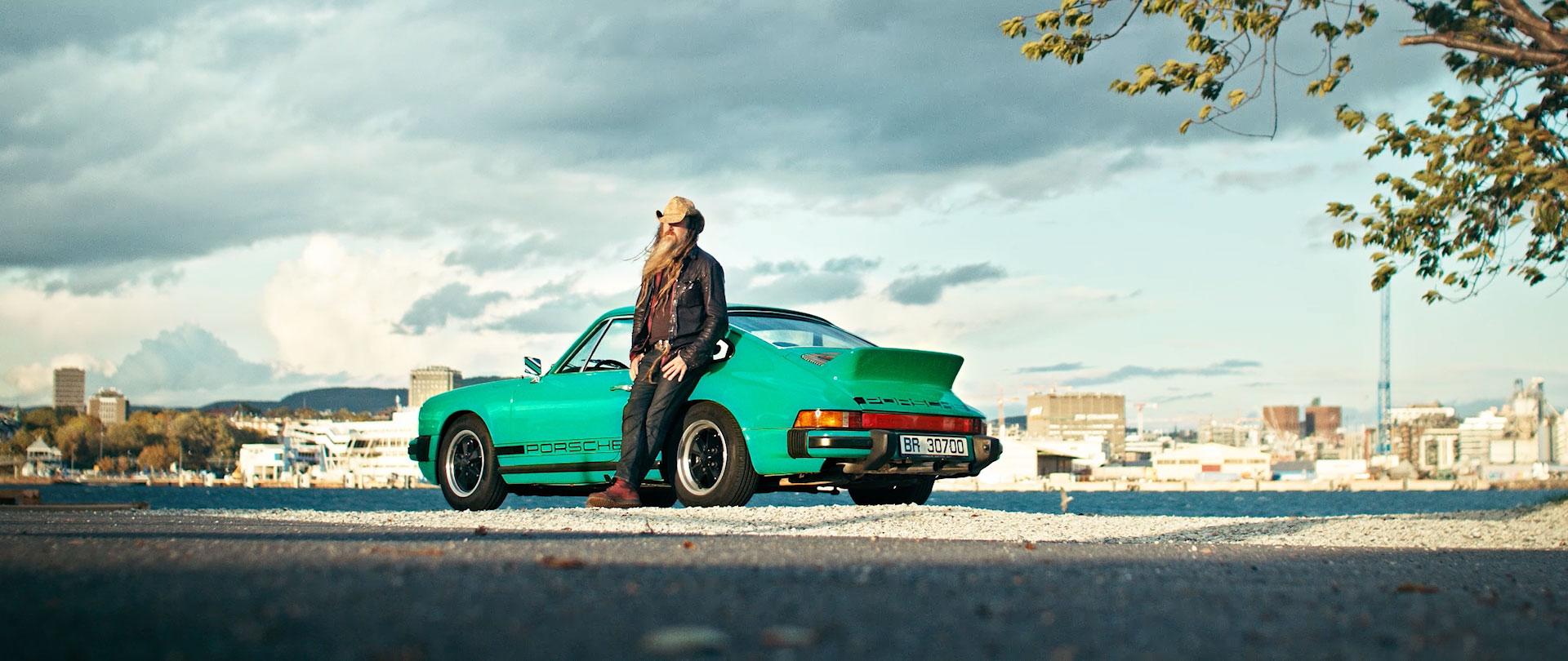Han eier noenavverdensråeste Porscher.MøtTheUrbanOutlawher