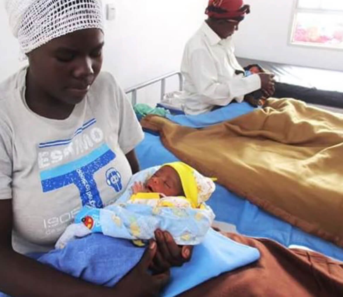 Rwandan mothers with their babies in the hospital