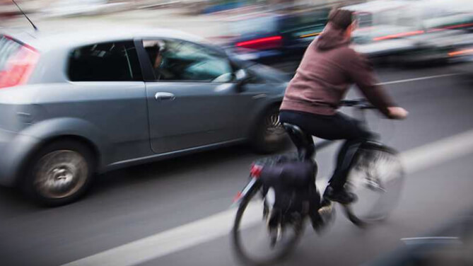 Are Cyclists Able to Pass Cars on the Right?