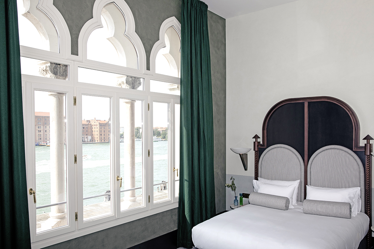 Zattere Junior Suite Canal View il palazzo experimental hotel venice 4