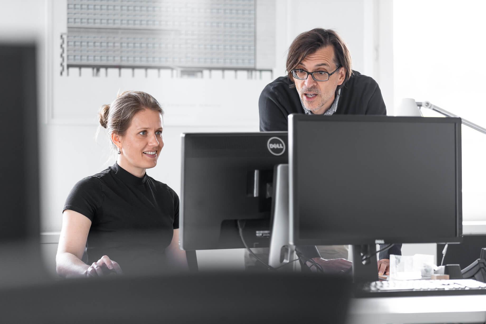 Christoph Lüscher in einer Besprechung über ein Projekt Lüscher-Lüscher Architekten
