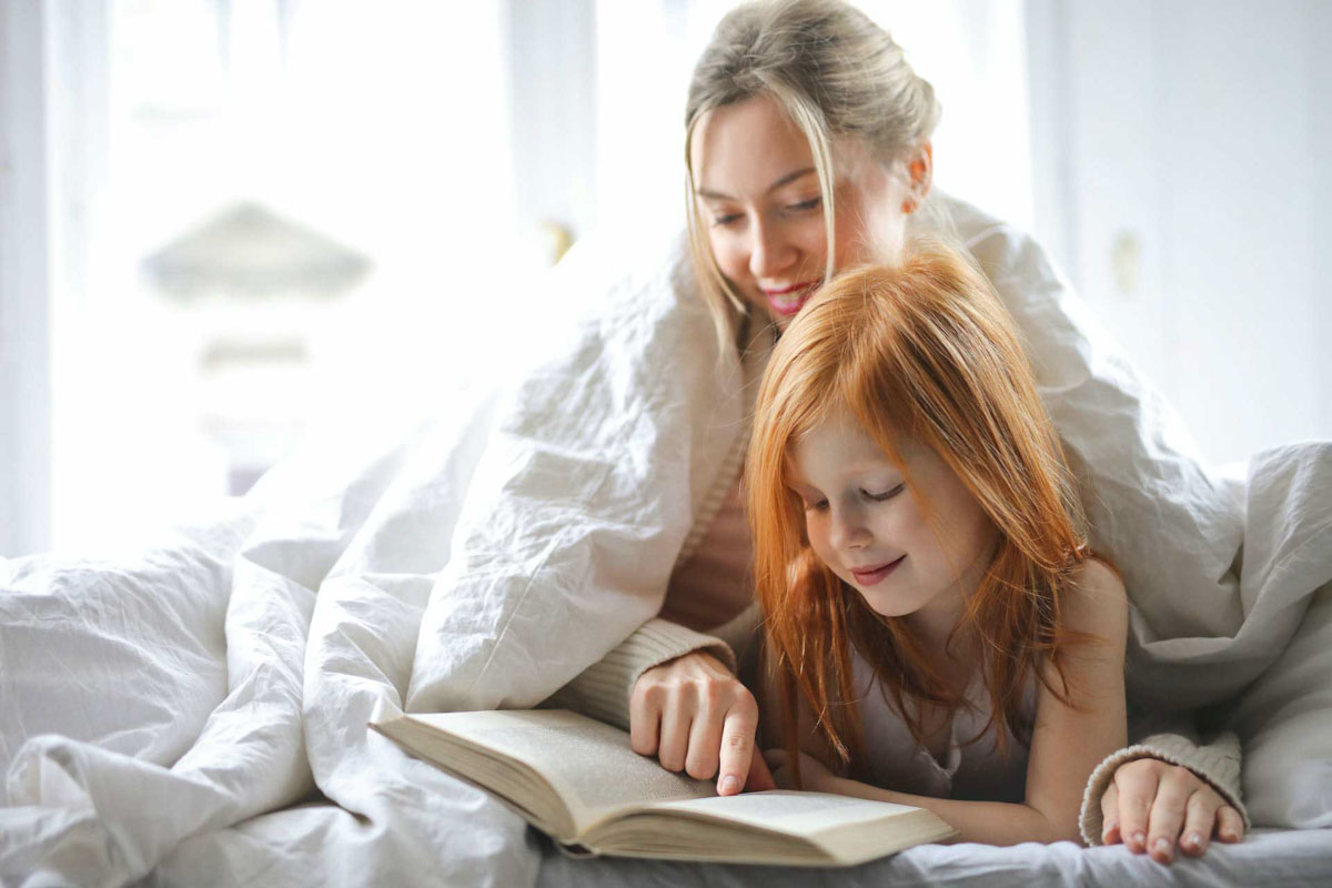 Mom + daughter reading