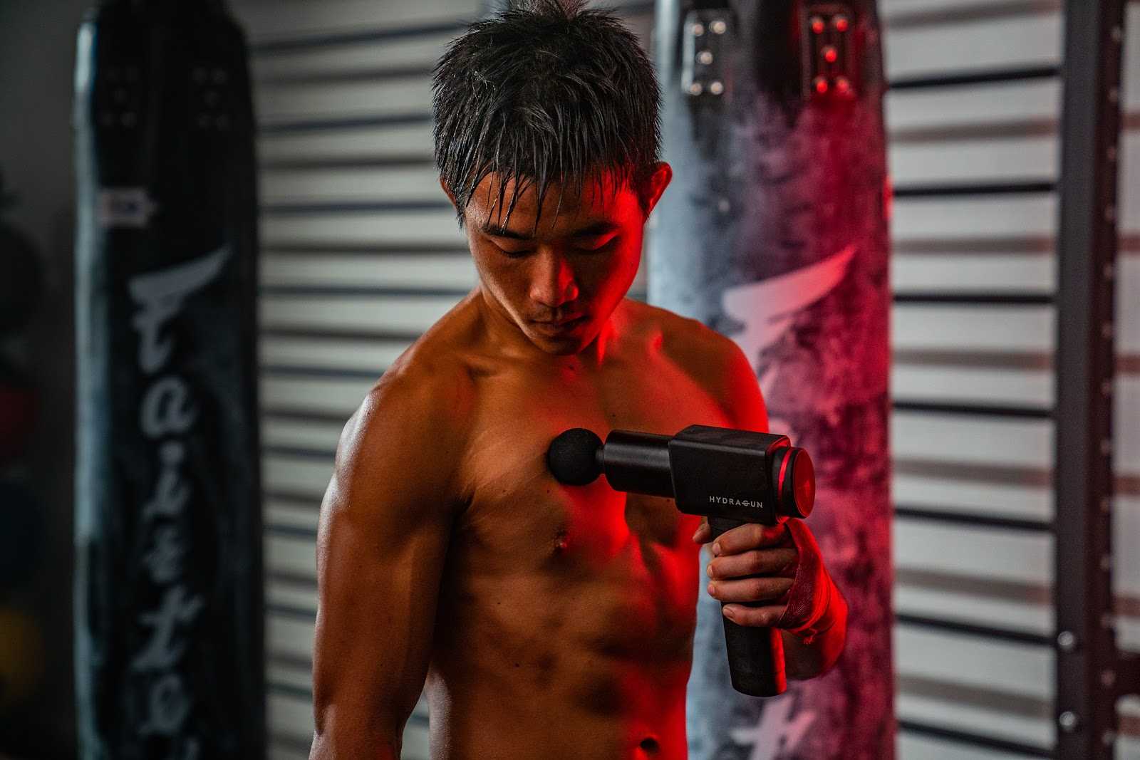 Photo of athlete using HYDRAGUN massage gun