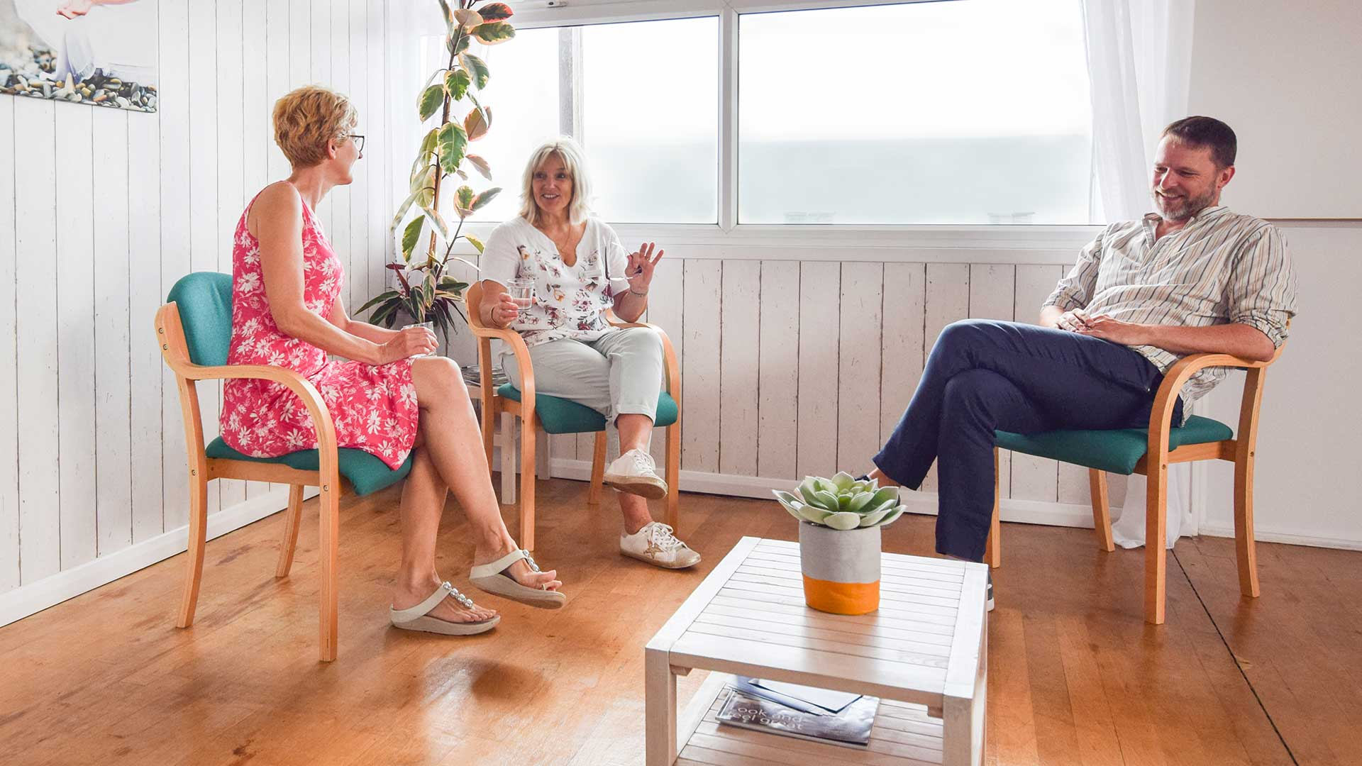 photo of a councillor and two people in therapy.