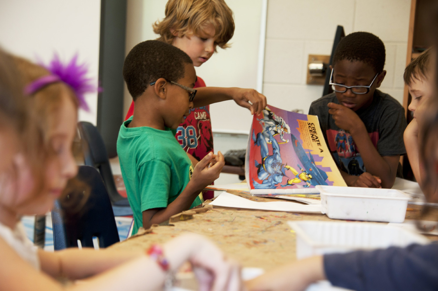 children working on a project together