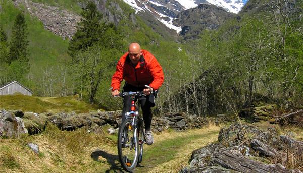 Med sykkel