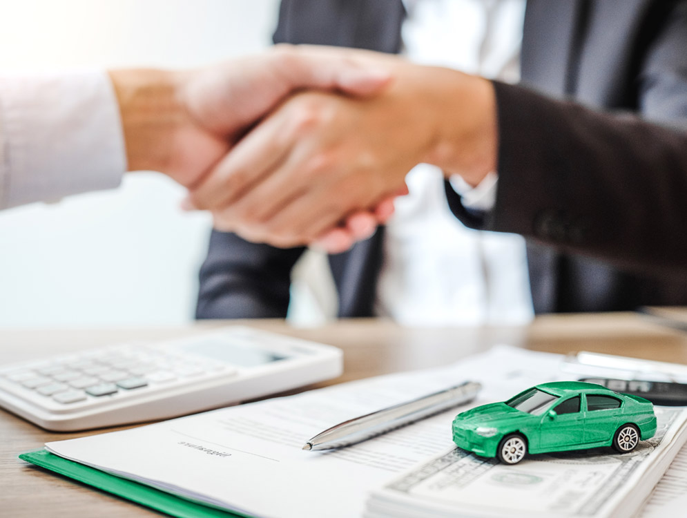 shaking hands over car loan agreement.