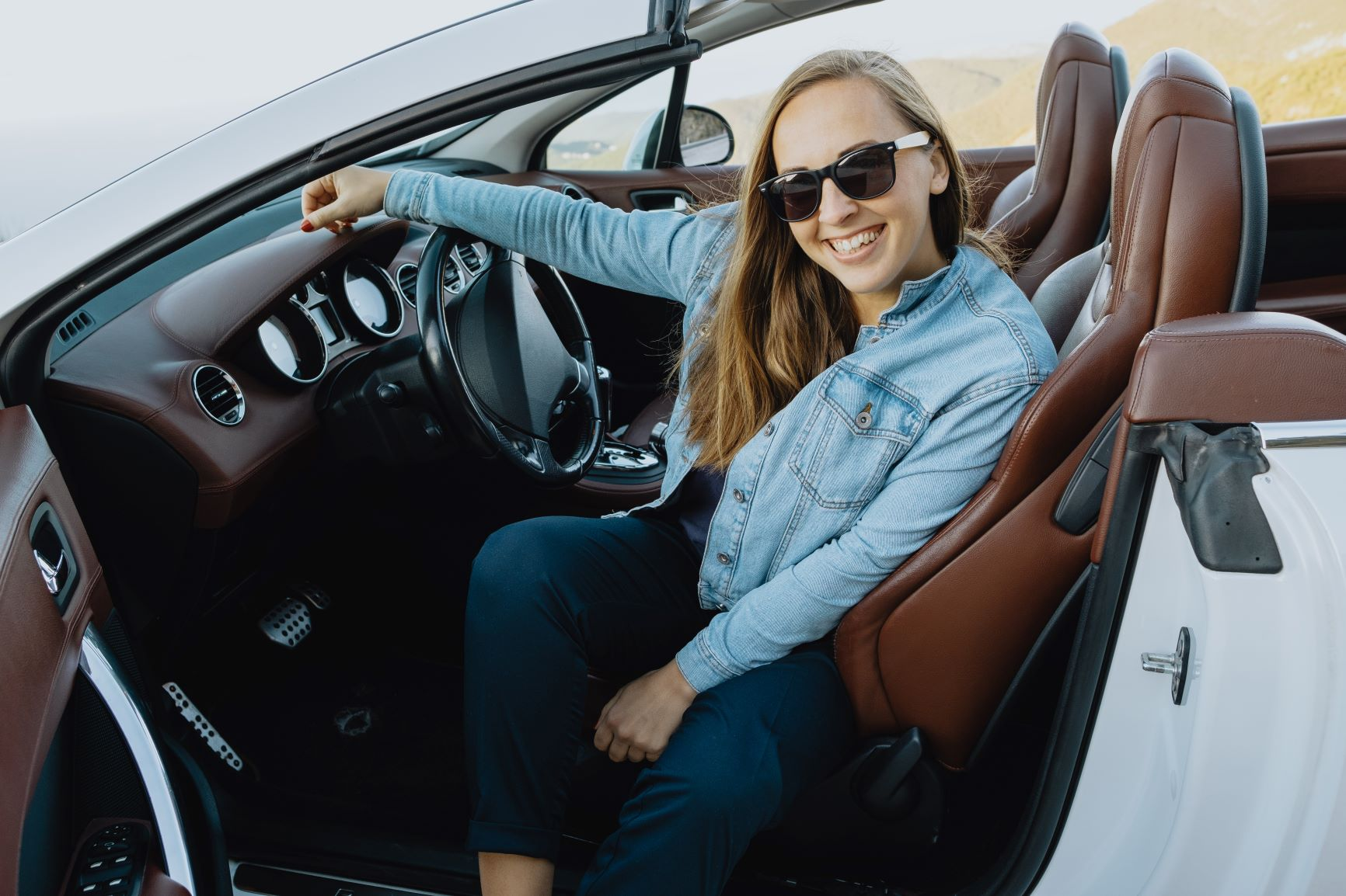 woman smiling in her convertible sports car