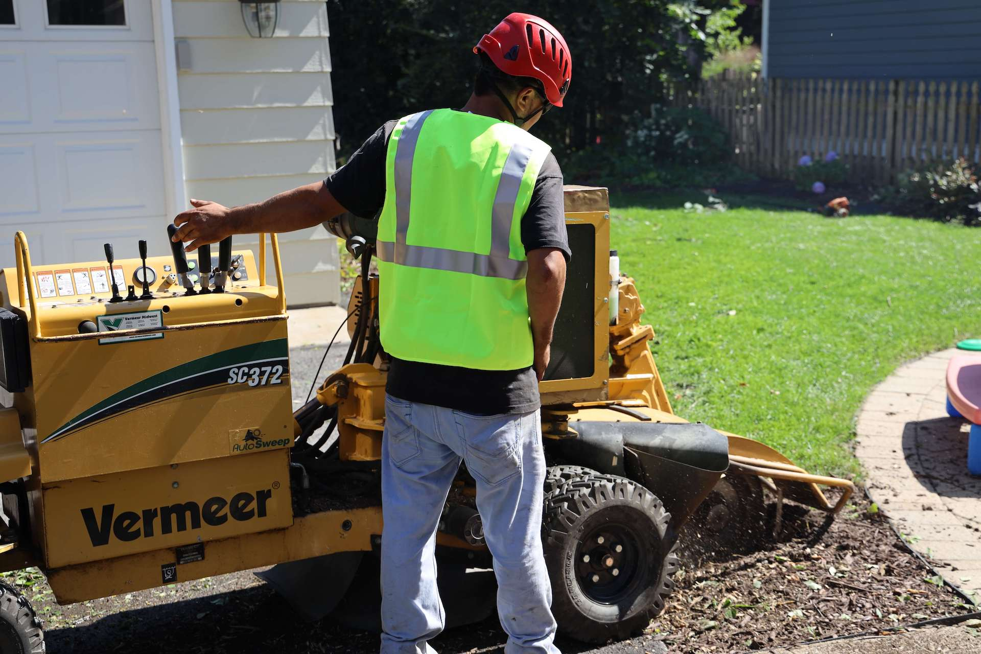 Stump Grinding in Chicagoland_Brookfield Tree Service