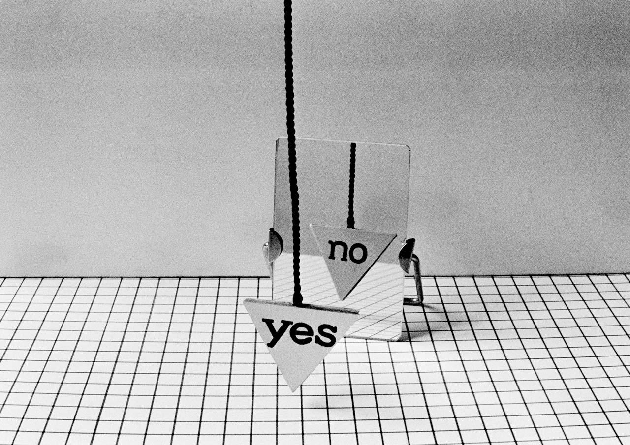 Géza Perneczky, Yes-No Concept, 1971 – conceptual photography
