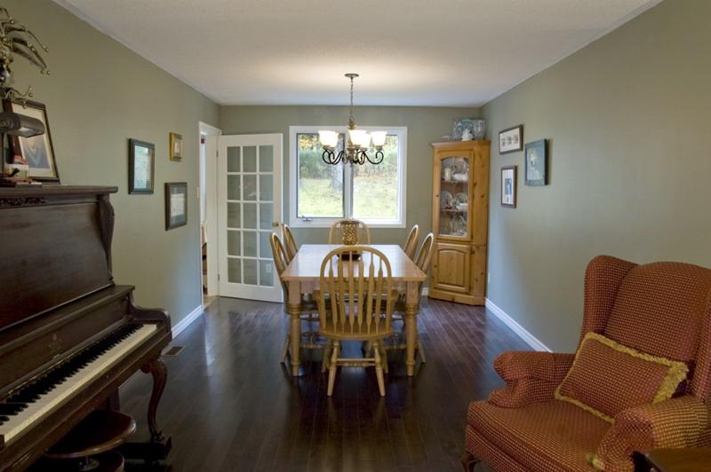 Kitchen Design & Renovate Project: Summit Custom Kitchen - Dining Area