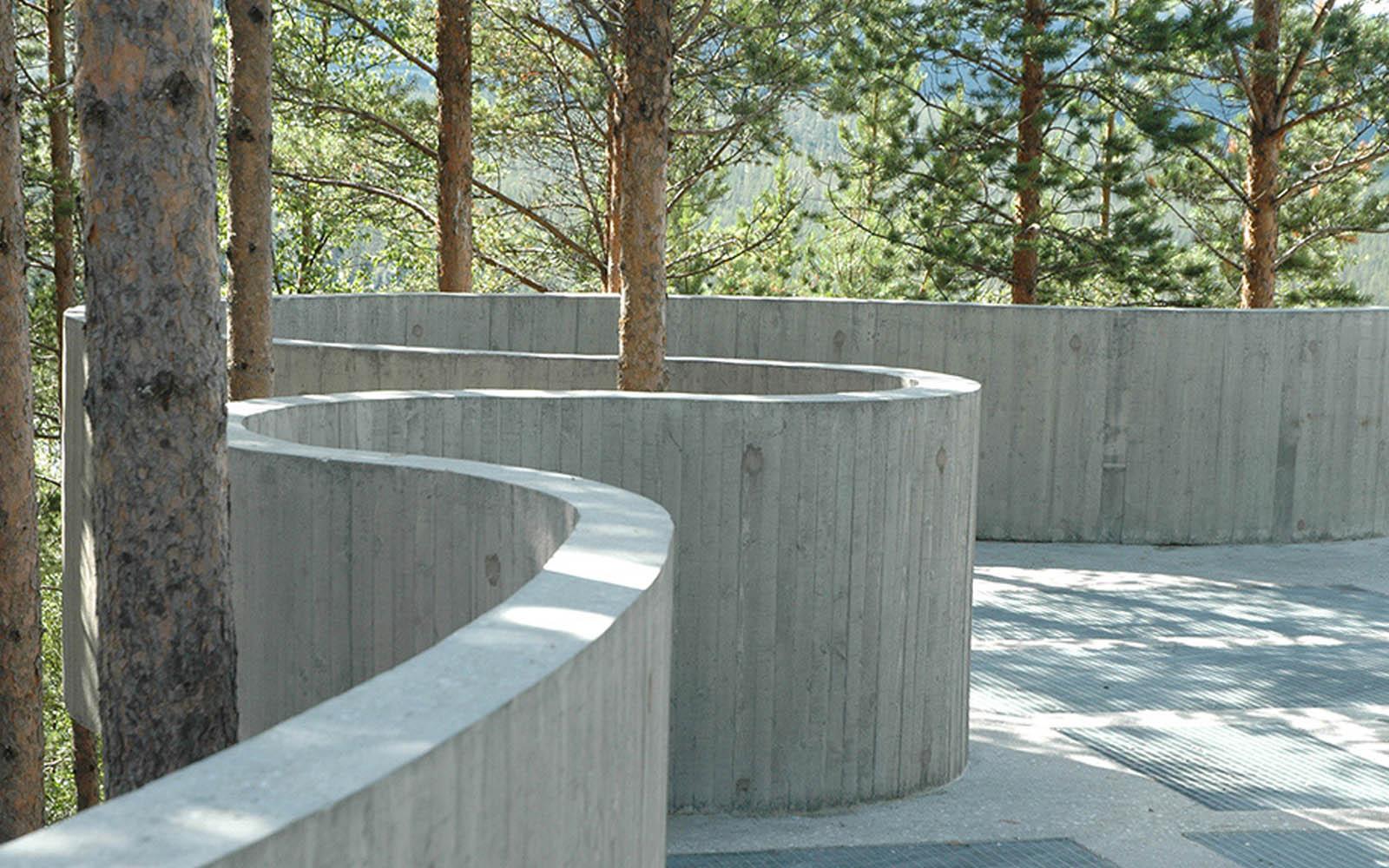 Image of the concrete curve platform at Sohlbergplassen, Norway