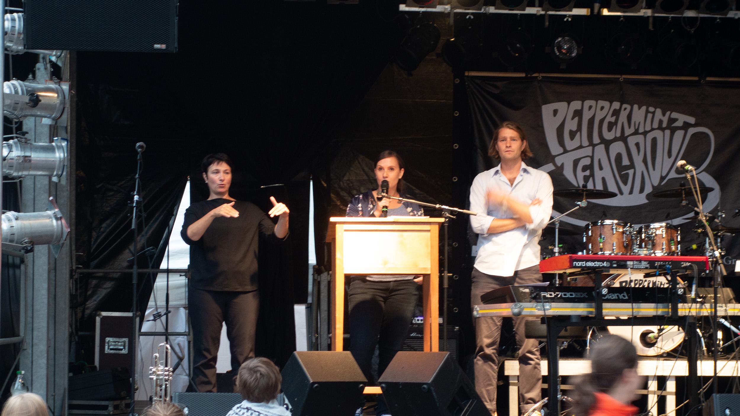 Festansprache mit Gebärdensprach Dolmetscherin