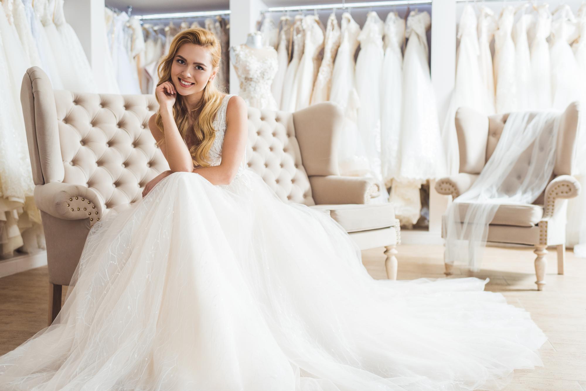 4 Reasons to Choose a Sample Wedding Dress