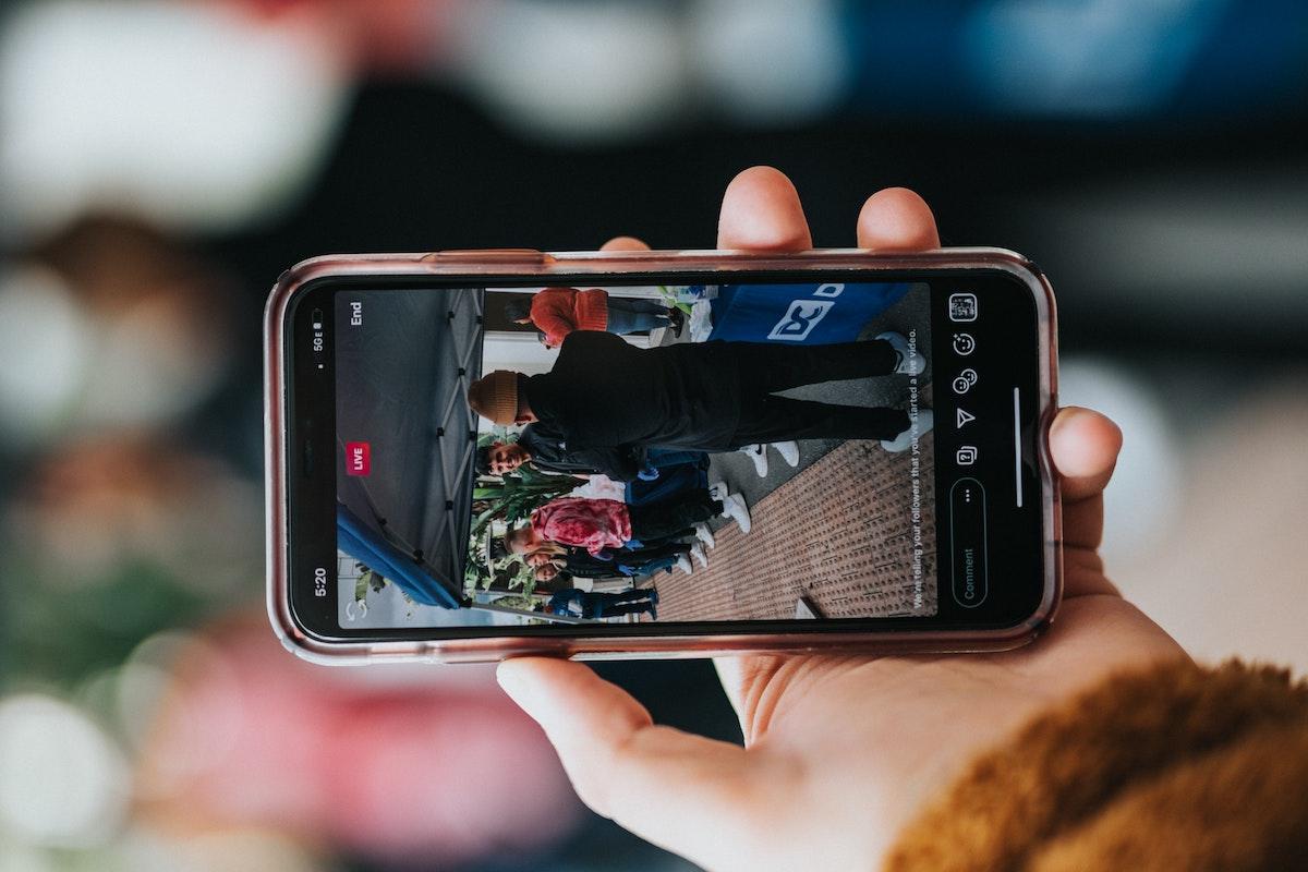 Vad ska man tänka på före, under och efter en livesändning i sociala medier?