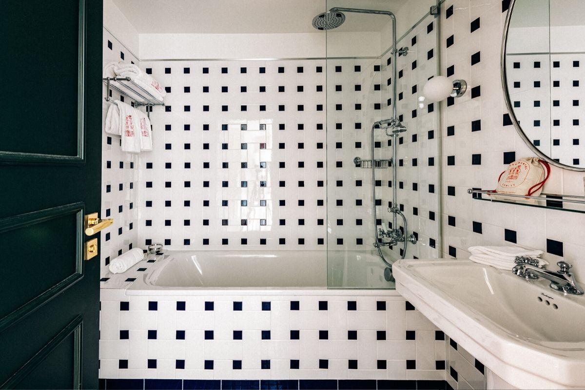 Bathroom Deluxe Room Experimental Chalet Hotel Verbier