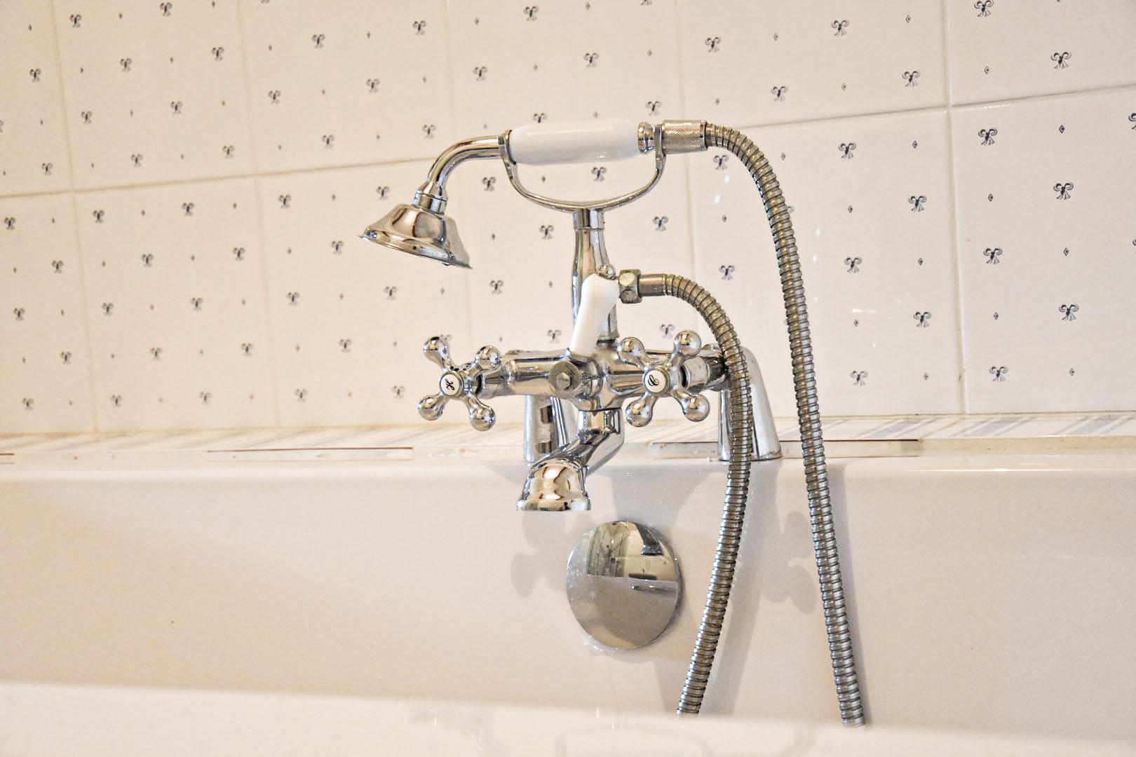 Douche salle de bain chambre 2