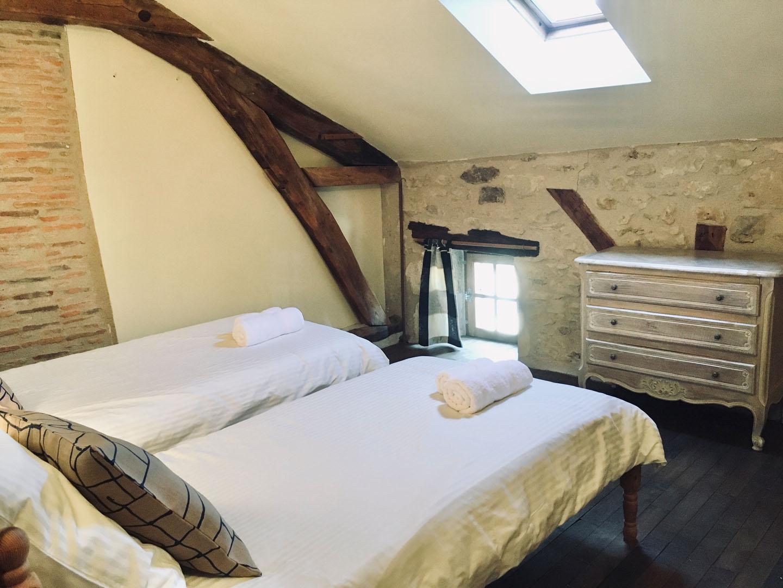 Vue fenêtre chambre 2 lits simples