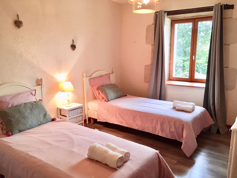 extra 2 single beds edroom