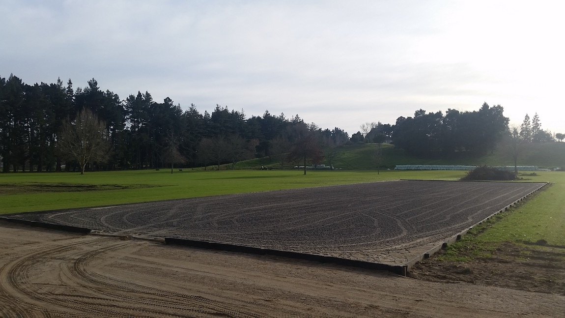 Spreading and levelling of rubber arena surface