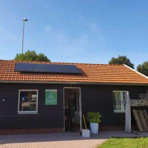 zonnepanelen op dak gemonteerd