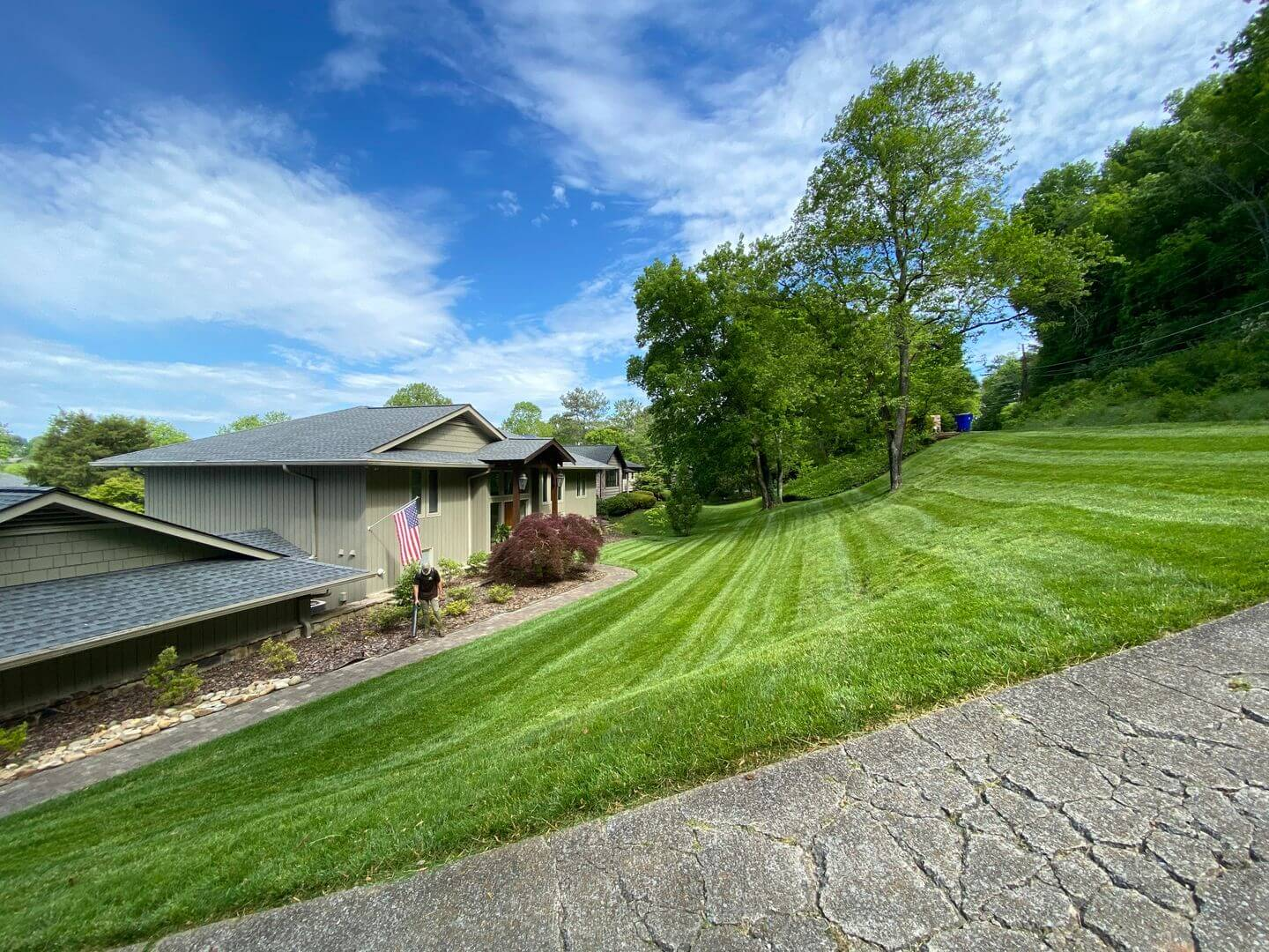 green sloping lawn in Knoxville, TN