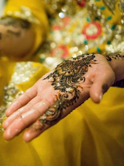 Filming of a Muslim bride in traditional wedding dress with a Henna tattoo on her hand