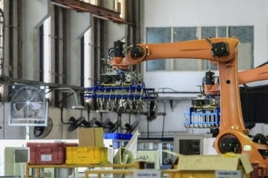 Special robot arm at a warehouse