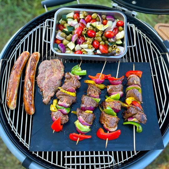 Grillspieße, Grillgemüse, Bratwurst und Schweinefleisch vom Duke of Berkshire