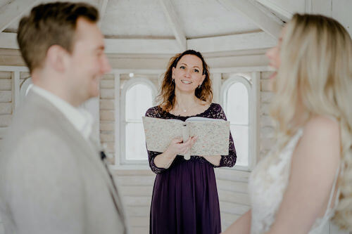 White Wedding! Heute präsentiere ich Euch einen Einblick in unser Styledshooting, welches diesen romantischen Mädchentraum wahr werden ließ! Lasst Euch inspirieren!