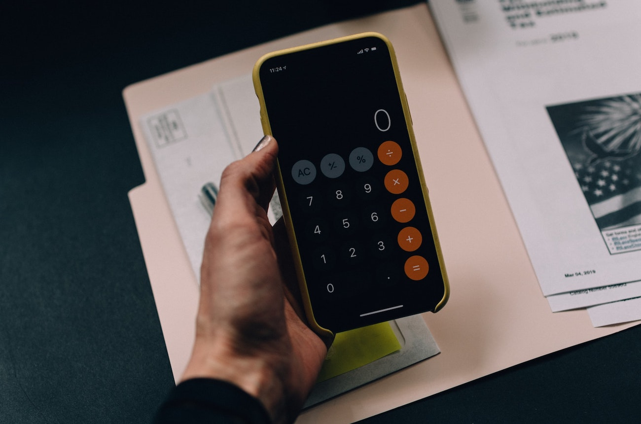 Late payment fee calculator for overdue invoices
