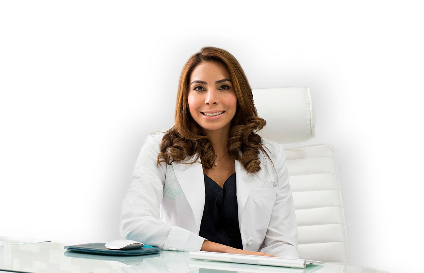 Dermatóloga Carolina Martinez en su consultorio