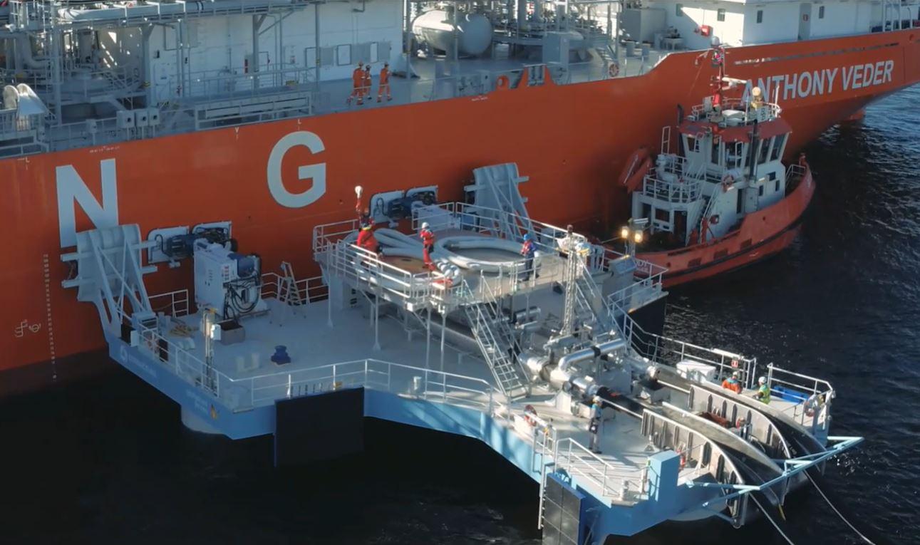Jettyless LNG