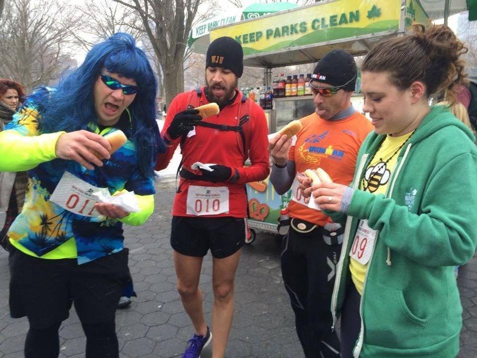 งานแข่งวิ่งสุดแปลก New York Hot Dog Challenge วิ่งกินขนมปังไส้กรอก -  วิ่งไหนกัน ปั่นไหนดี