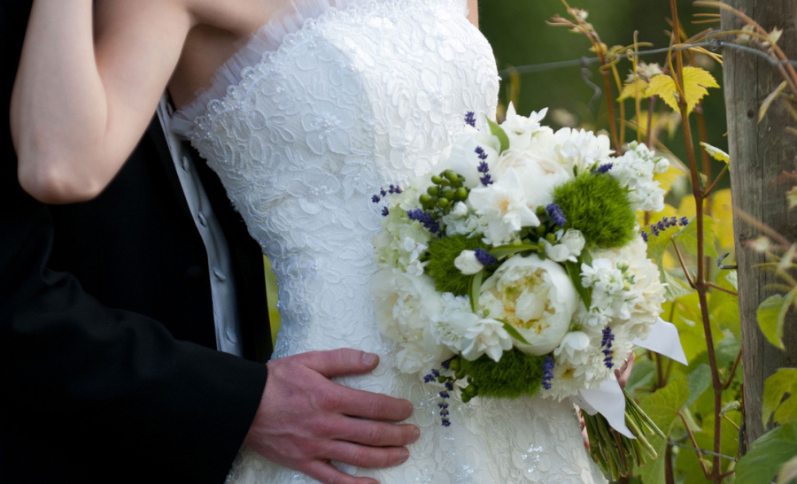 bridal_bouquet_peonies_green_dianthus_lavende_mockorange_botanica_floral_design