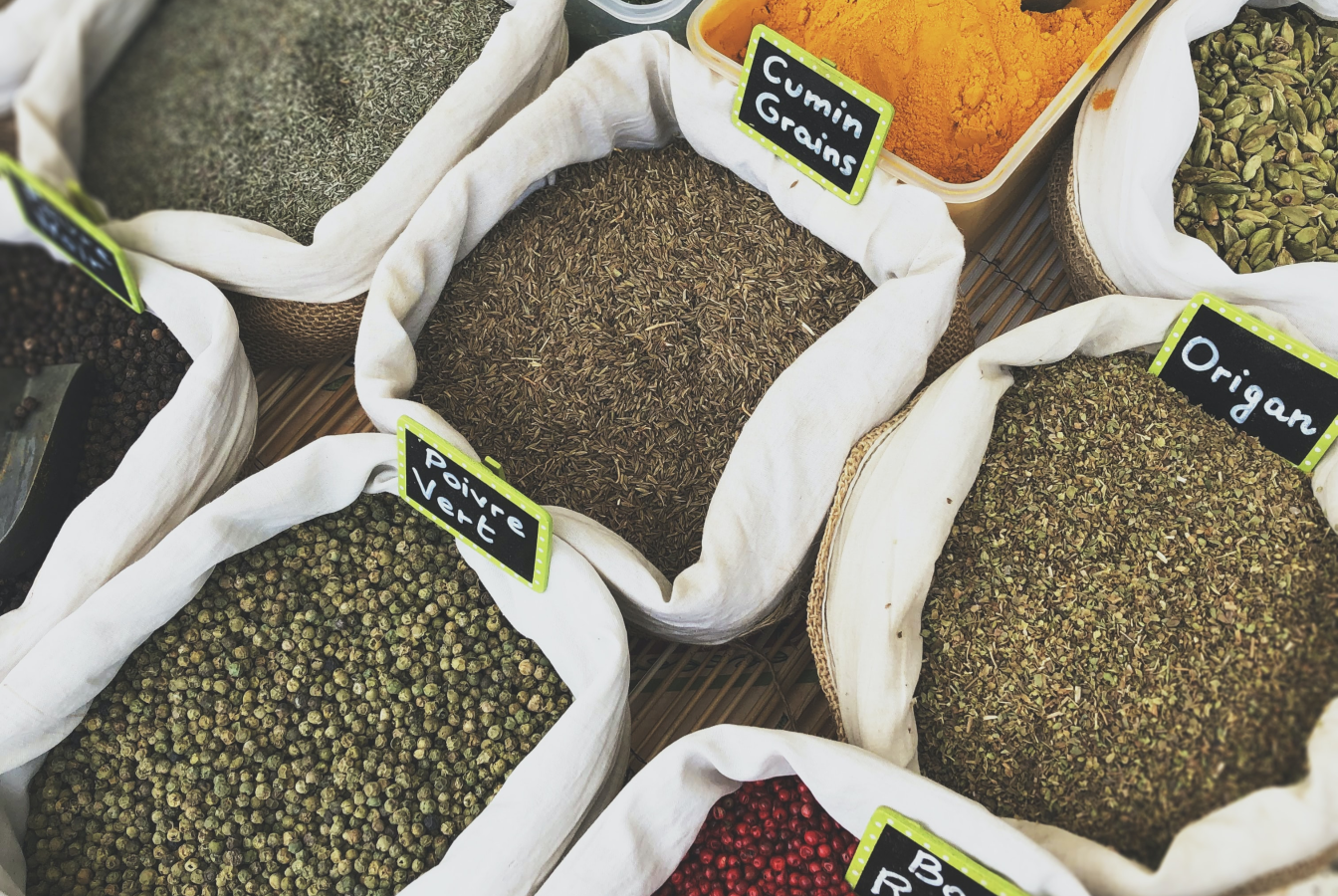 Spices presented in bulk bins as a way of reducing the use of plastic waste.