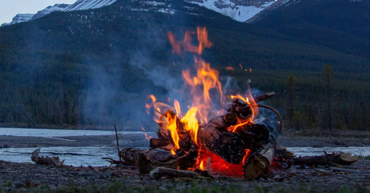 How to Build a Campfire | Today I'm Outside