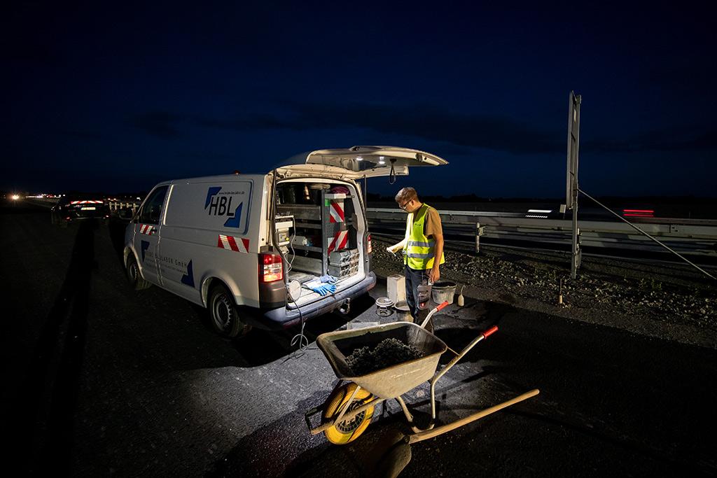 Unsere mobilen Labore machen die Prüfung von Frischbeton direkt vor Ort auf Ihrer Baustelle möglich