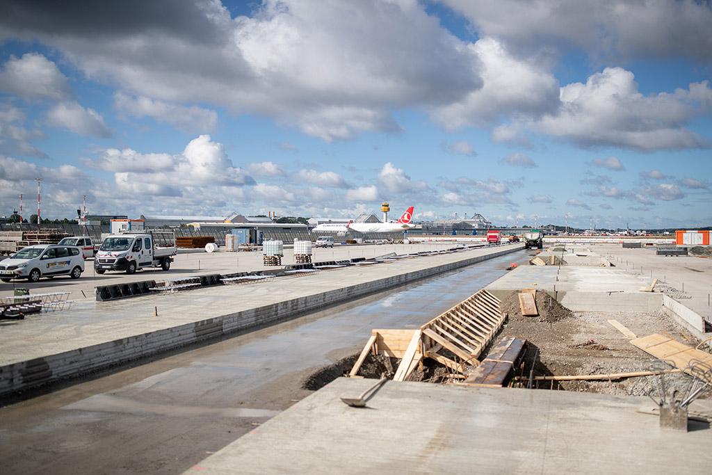 """Airport Hamburg Von Bauphase 1-5 und 6 bis 10 übernahmen wir die Überwachung der Erneuerung der Flugbetriebsflächen am Hamburger Verkehrsflughafen """"Helmut Schmidt""""."""