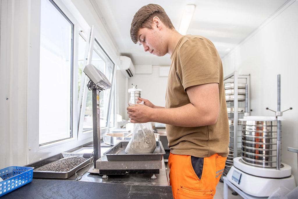 Die Anforderungen an die modernen Baustoffe steigen stetig. Bei der Überprüfung und Qualitätssicherung stehen wir Ihnen als versierter Partner zur Seite.