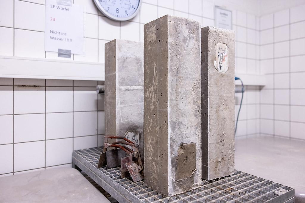 Quasiadia-batische Temperatur-erhöhung Wärmeentwicklung in großformatigen Probeblöcken