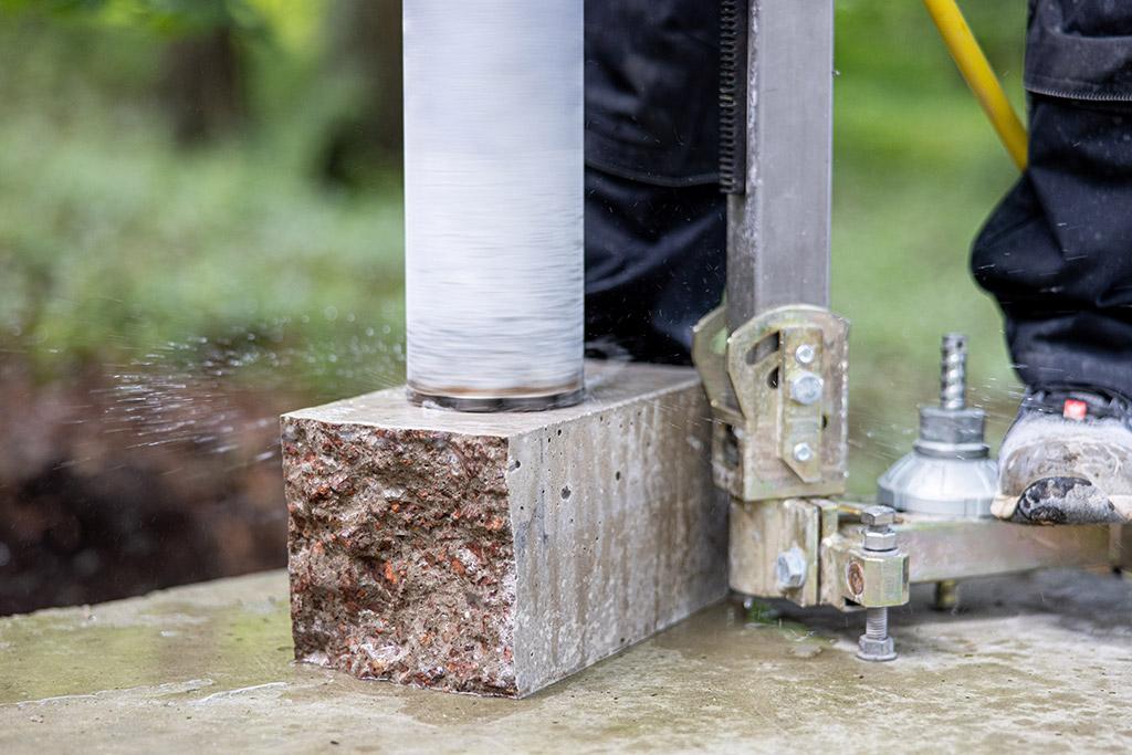 Prüfservice vor Ort Zusätzlich zu unserem Prüfservice in unserem Hauptlabor in Vastorf bieten wir Ihnen die Baustoffprüfungen direkt vor Ort an.