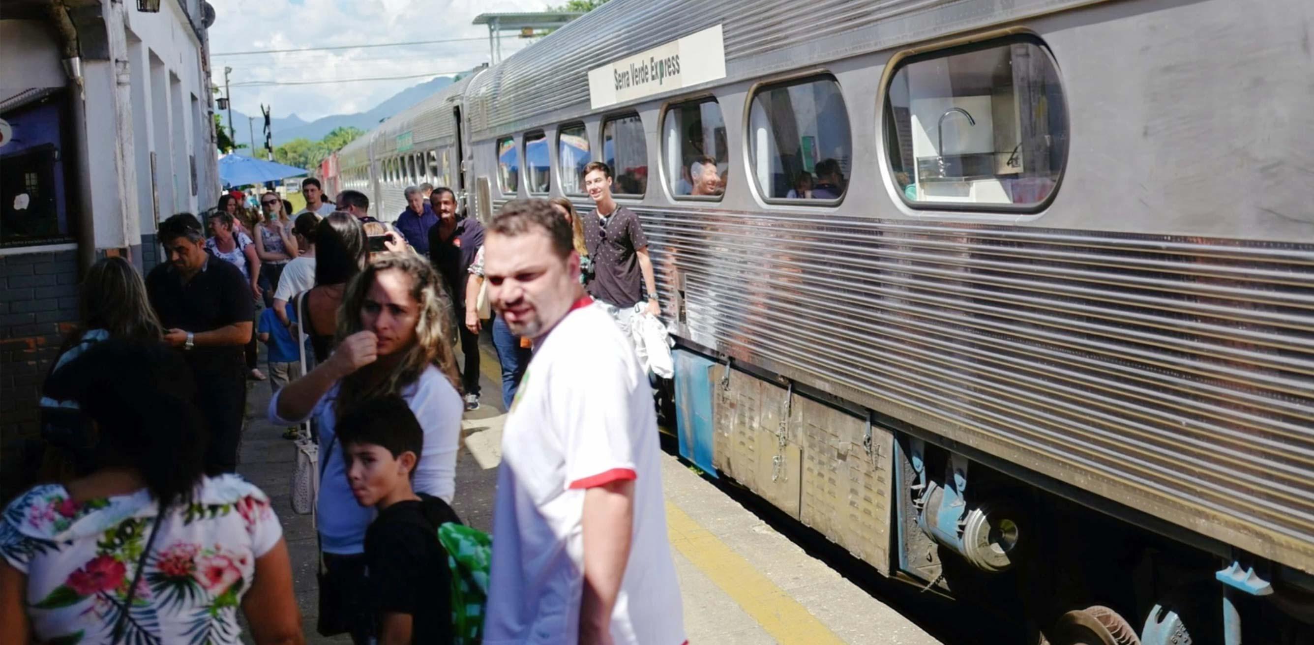Serra Verde Express at the Moretes Station