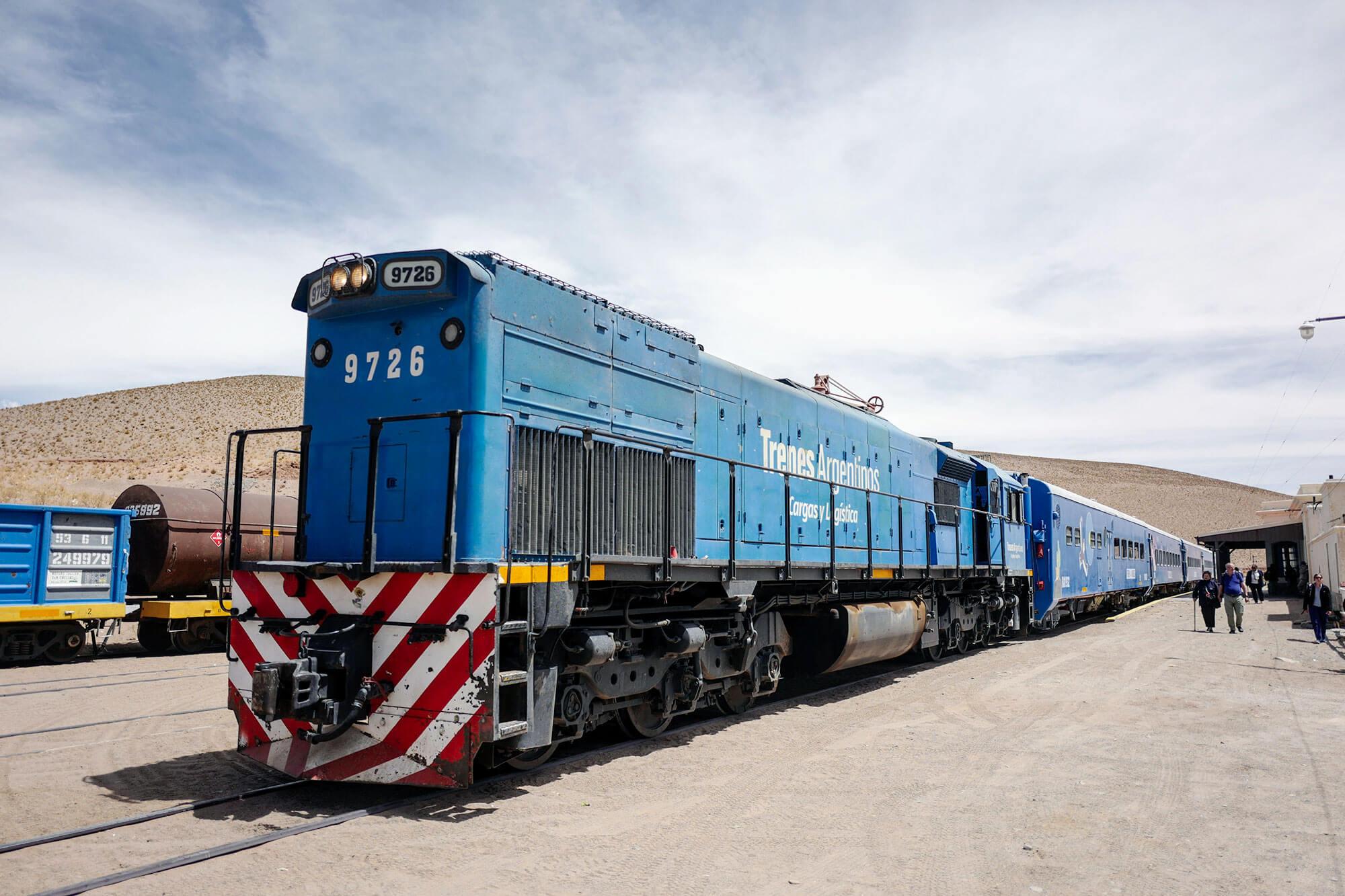 Tren a las Nubes arriving in San Antonio de los Cobres